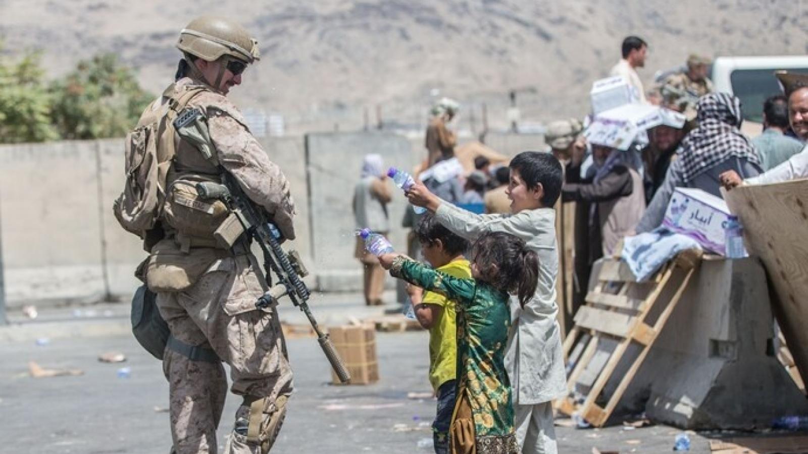 Mỹ và liên quân trao cho Taliban quyền kiểm soát 3 cổng sân bay Kabul (Afghanistan)