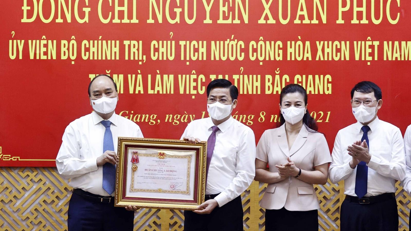 Chủ tịch nước trao Huân chương Lao động hạng Ba cho Bắc Giang vì thành tích chống dịch