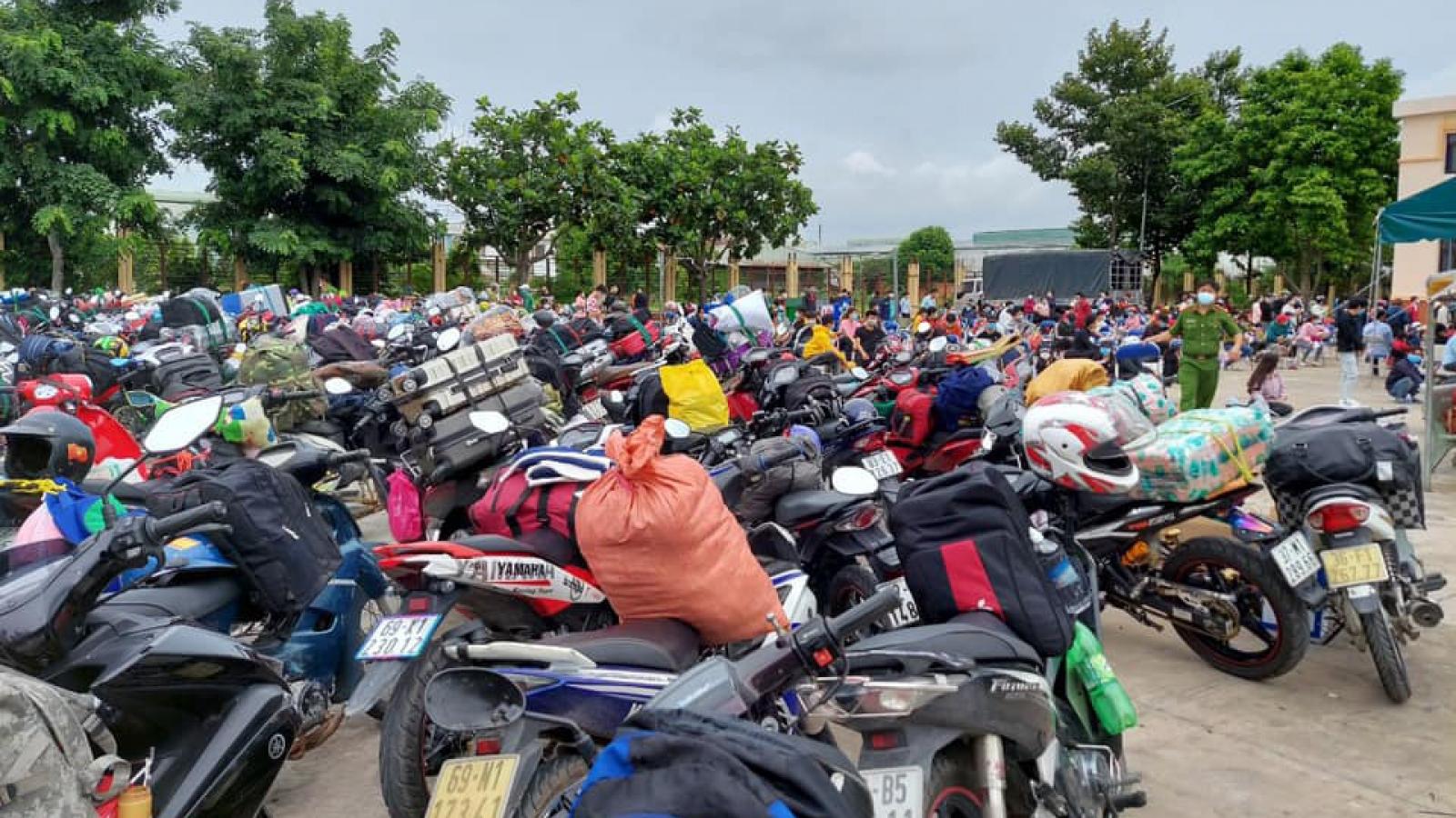 Bình Dương tiếp tục giãn cách xã hội, vận động hàng nghìn người dân trở về nơi cư trú