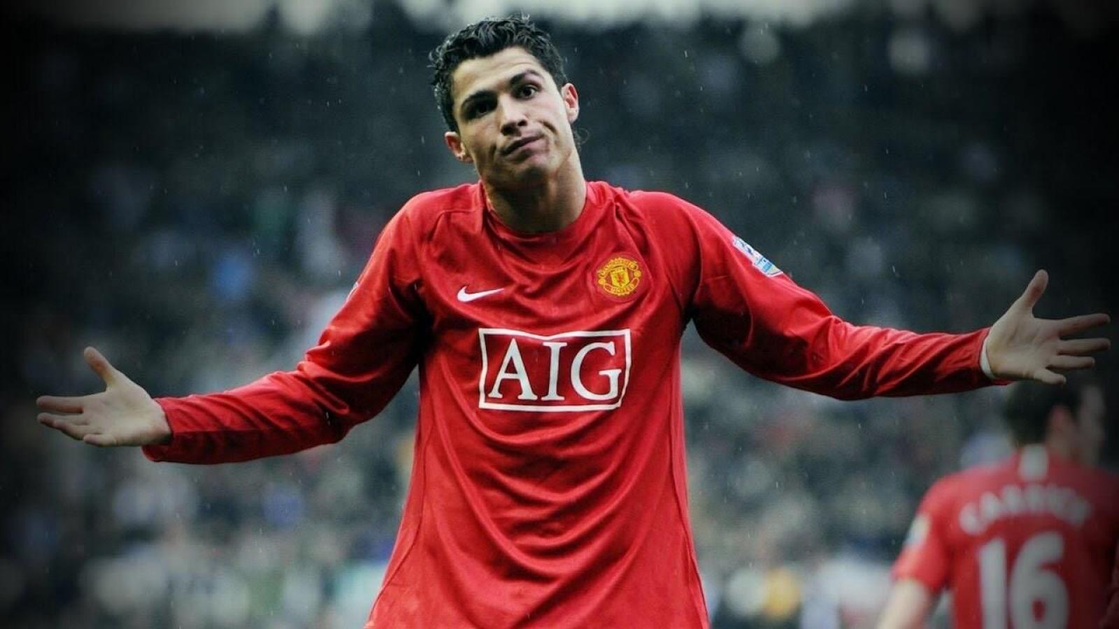 Sốc: MU trả góp khoản phí chuyển nhượng Ronaldo trong 5 năm