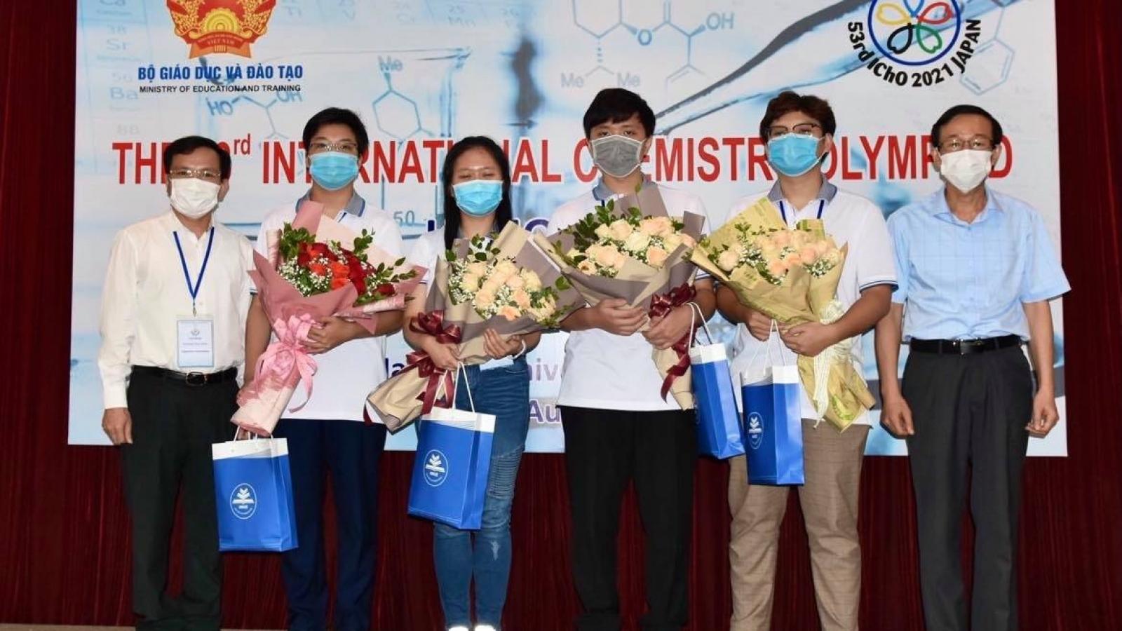 Vietnam wins three golds at 2021 Int'l Chemistry Olympiad