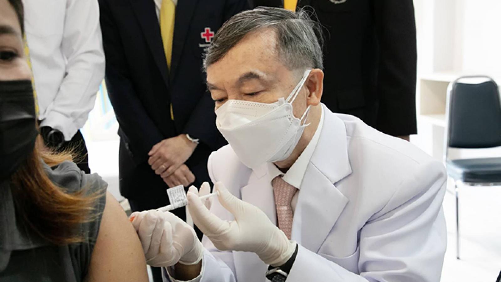Đẩy mạnh bào chế vaccine nội địa: Giải pháp chống Covid-19 của Đông Nam Á?