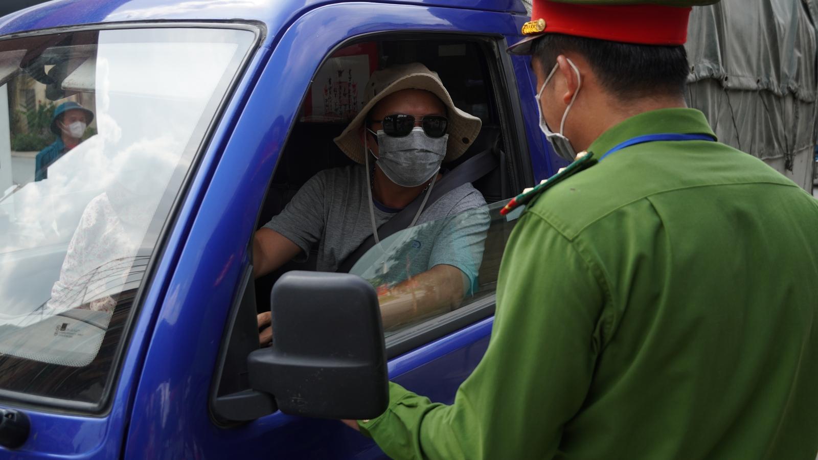 Hà Nội tiếp tục xử phạt gần 900 trường hợp vi phạm phòng chống dịch