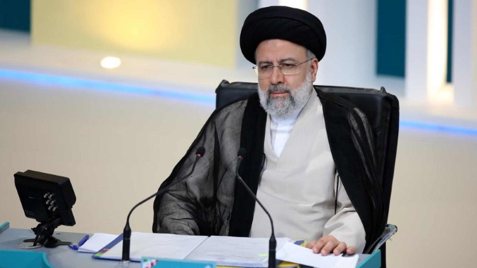 Ông Raisi chính thức là Tổng thống Iran: Luồng gió mới vực dậy đất nước?