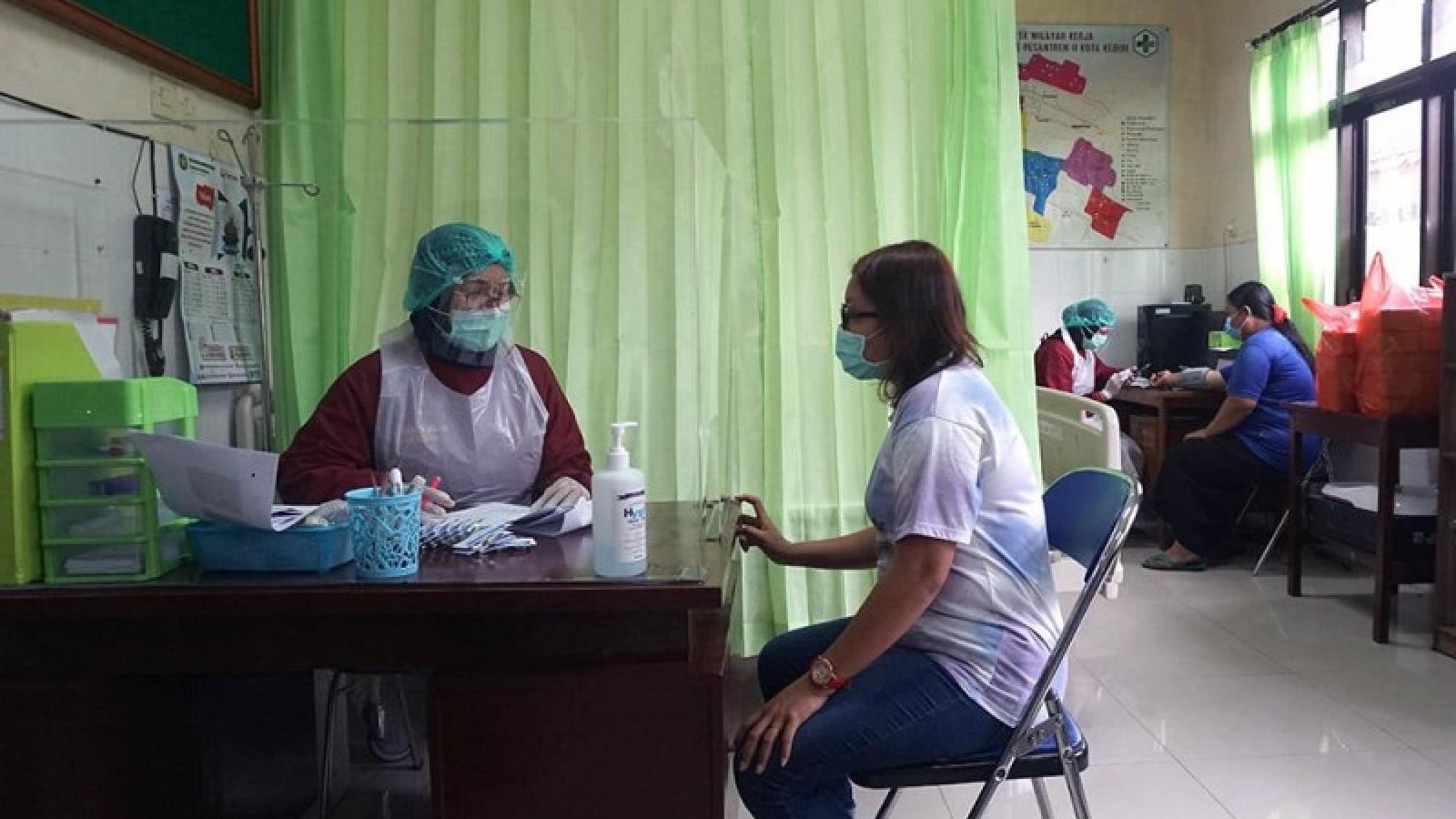 Indonesia tiêm vaccine Covid-19 cho phụ nữ mang thai