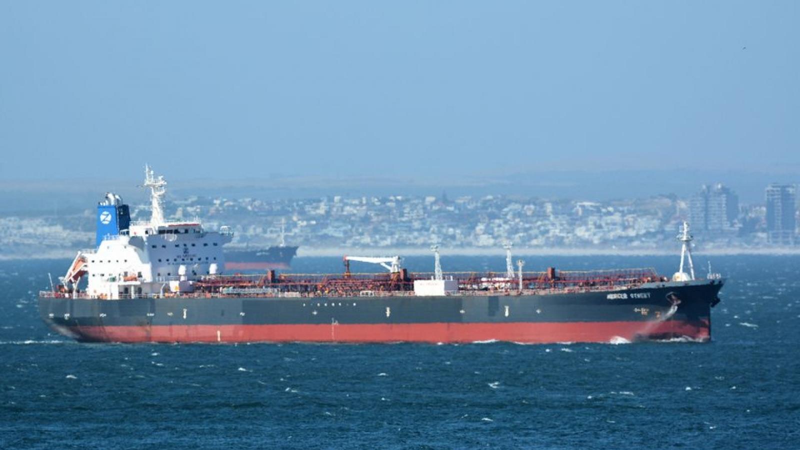 """""""Cuộc chiến bóng đêm"""" Iran – Israel sau vụ tàu chở dầu bị tấn công trên biển Arab"""