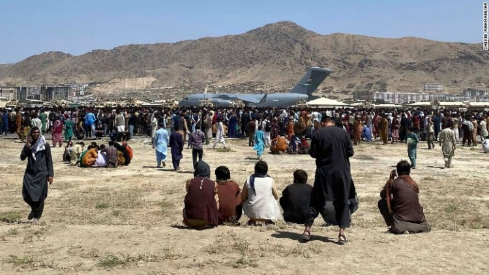 Sân bay Kabul - Tâm điểm của hỗn loạn, tuyệt vọng và những cuộc ly tán