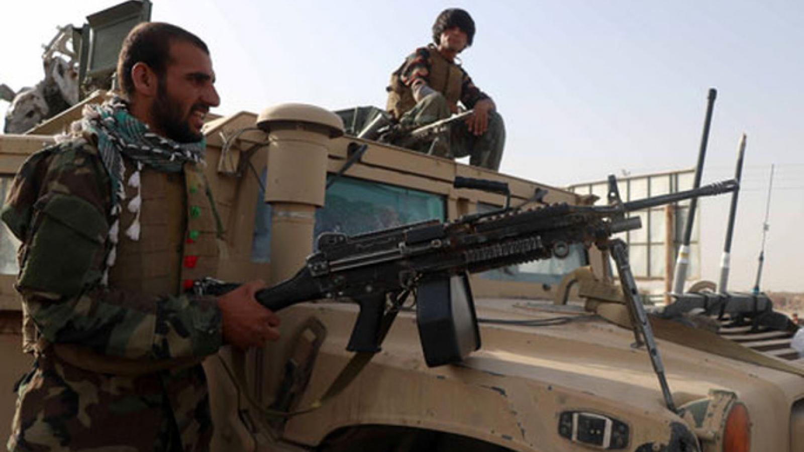 """Taliban chiếm được các thủ phủ quan trọng, """"phủ bóng đen"""" lên tương lai Afghanistan"""