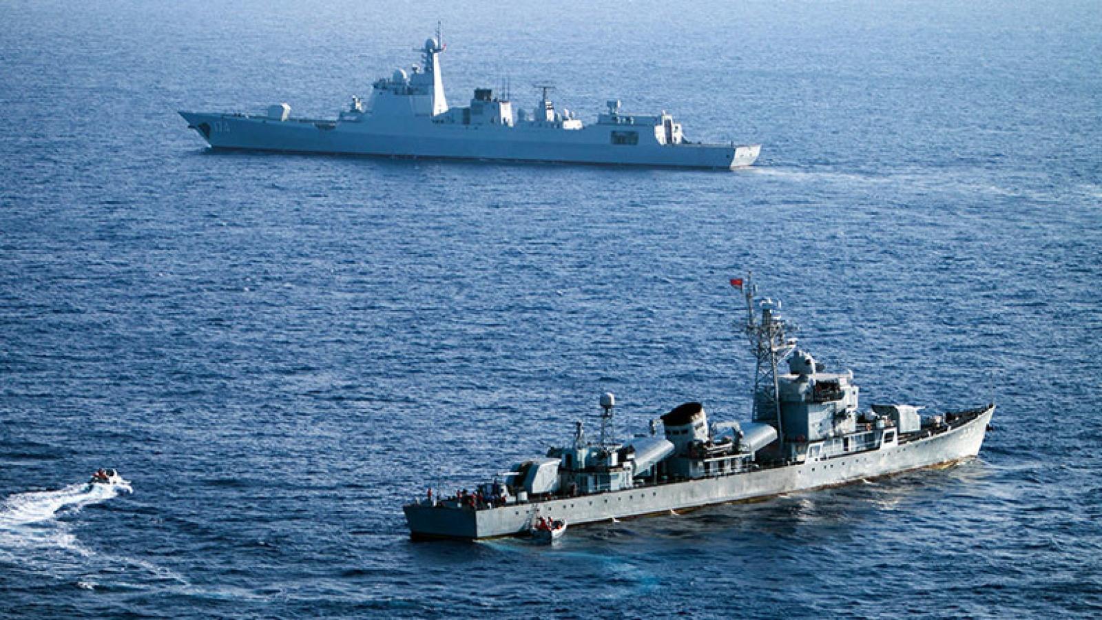 """Trung Quốc đòi tàu nước ngoài vào """"lãnh hải"""" phải báo cáo từ 1/9"""
