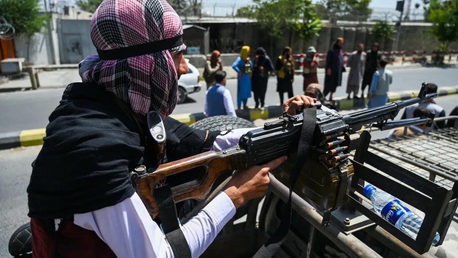 Taliban yêu cầu dân nộp vũ khí, Iraq bác bỏ lặp lại kịch bản Afghanistan, IS tái xuất