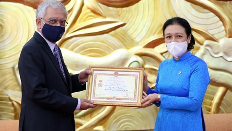 Outgoing UN Resident Coordinator honoured with friendship insignia