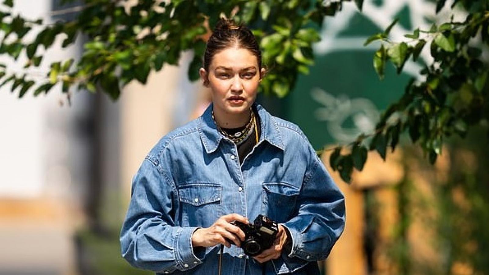 Gigi Hadid thể hiện niềm đam mê với nhiếp ảnh ngay trên phố