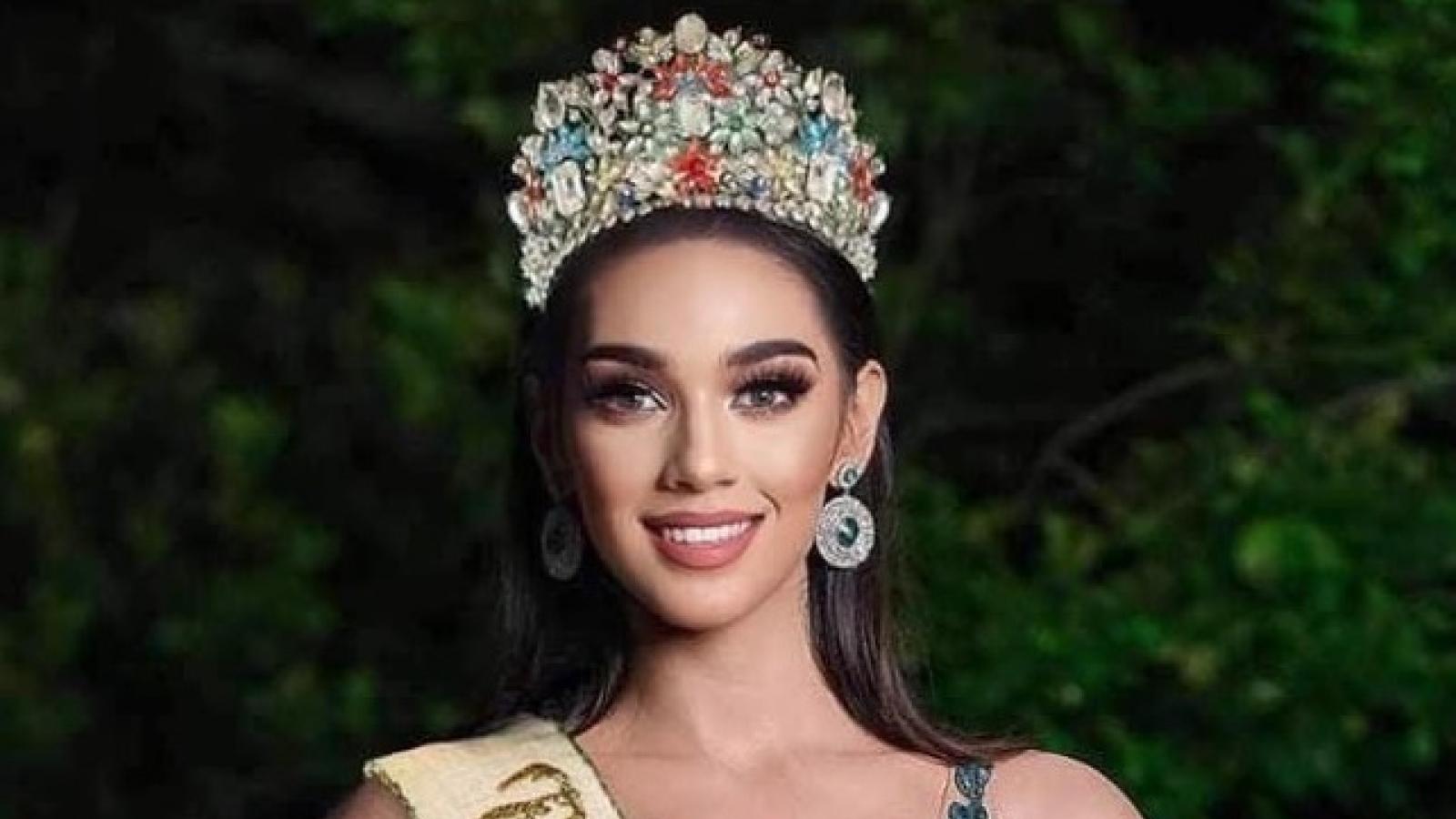 """Nhan sắc """"cực phẩm"""" của người mẫu đăng quang Hoa hậu Trái đất Philippines 2021"""