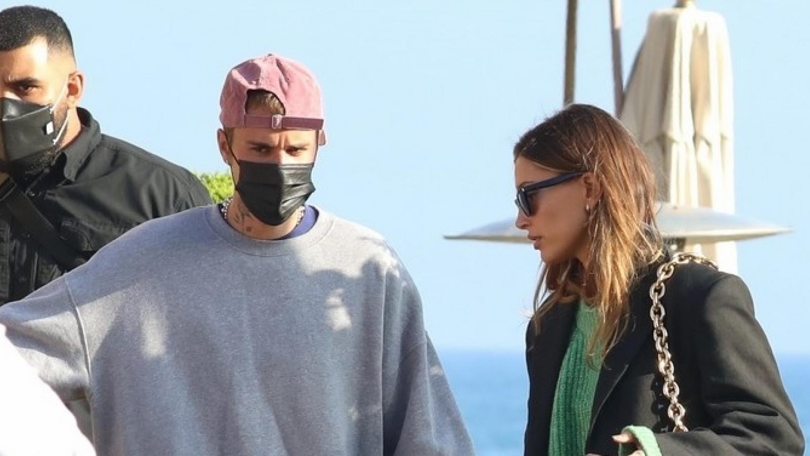 Vợ chồng Justin Bieber thưởng thức bữa tối lãng mạn tại nhà hàng sushi
