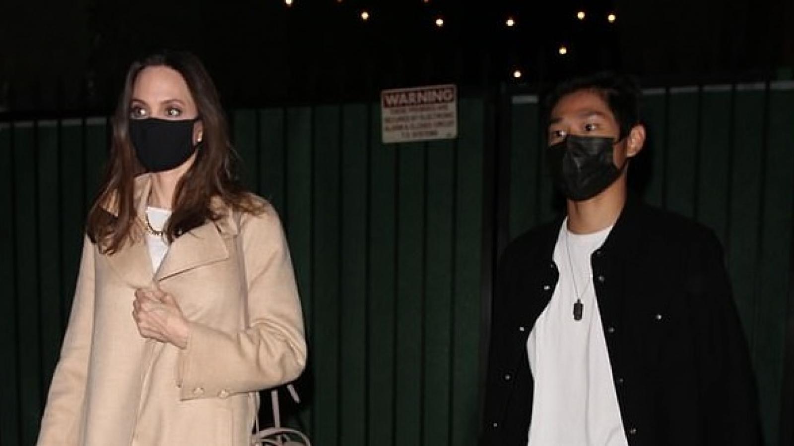 Angelina Jolie phối đồ thanh lịch đi ăn tối cùng con trai Pax Thiên