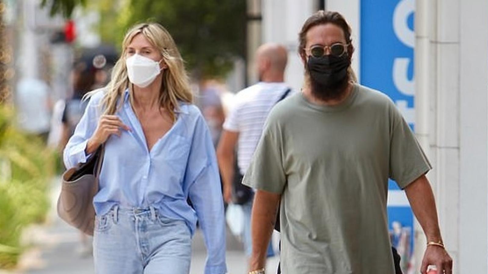 Heidi Klum trẻ trung đi mua sắm cùng ông xã kém 17 tuổi