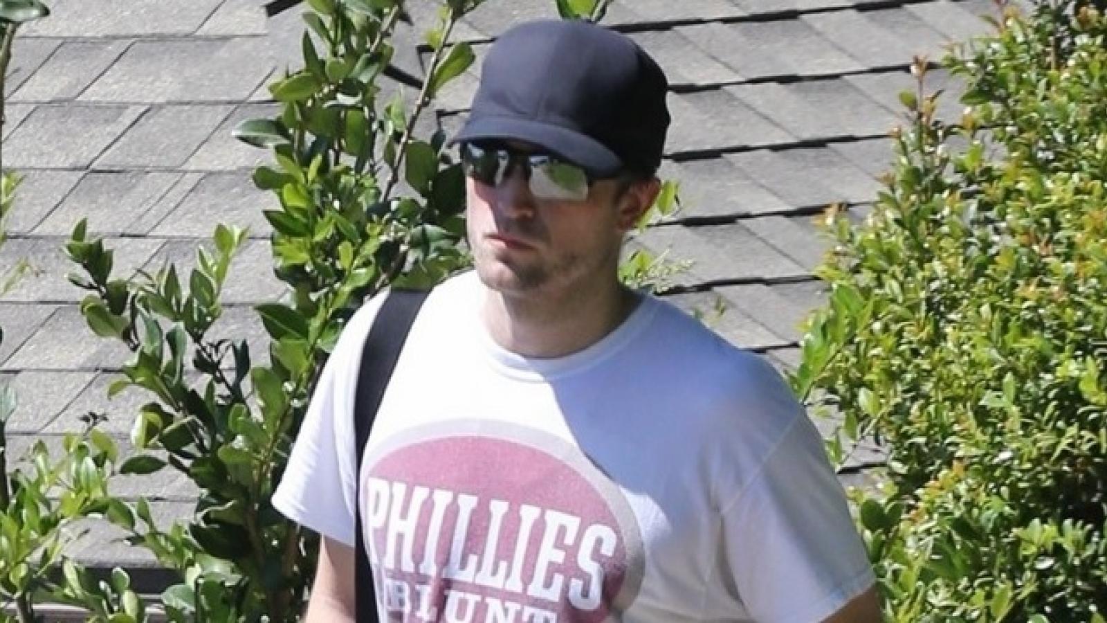 Robert Pattinson tái xuất với diện mạo già nua, khác lạ trên phố