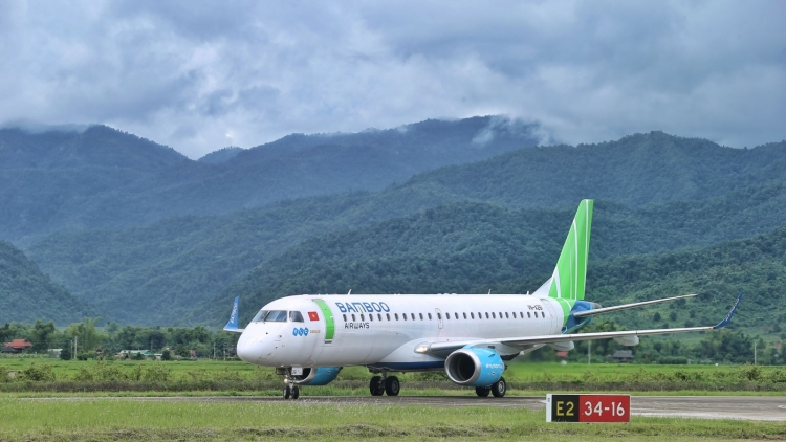 Máy bay mới Embraer của Bamboo Airways hoàn thành chuyến bay tới Điện Biên
