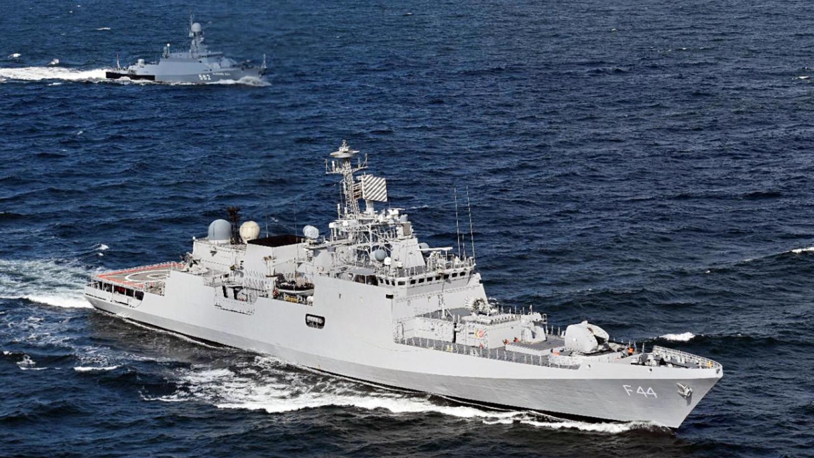Việt Nam nói gì về việc Ấn Độ cử tàu chiến đến Biển Đông tập trận?