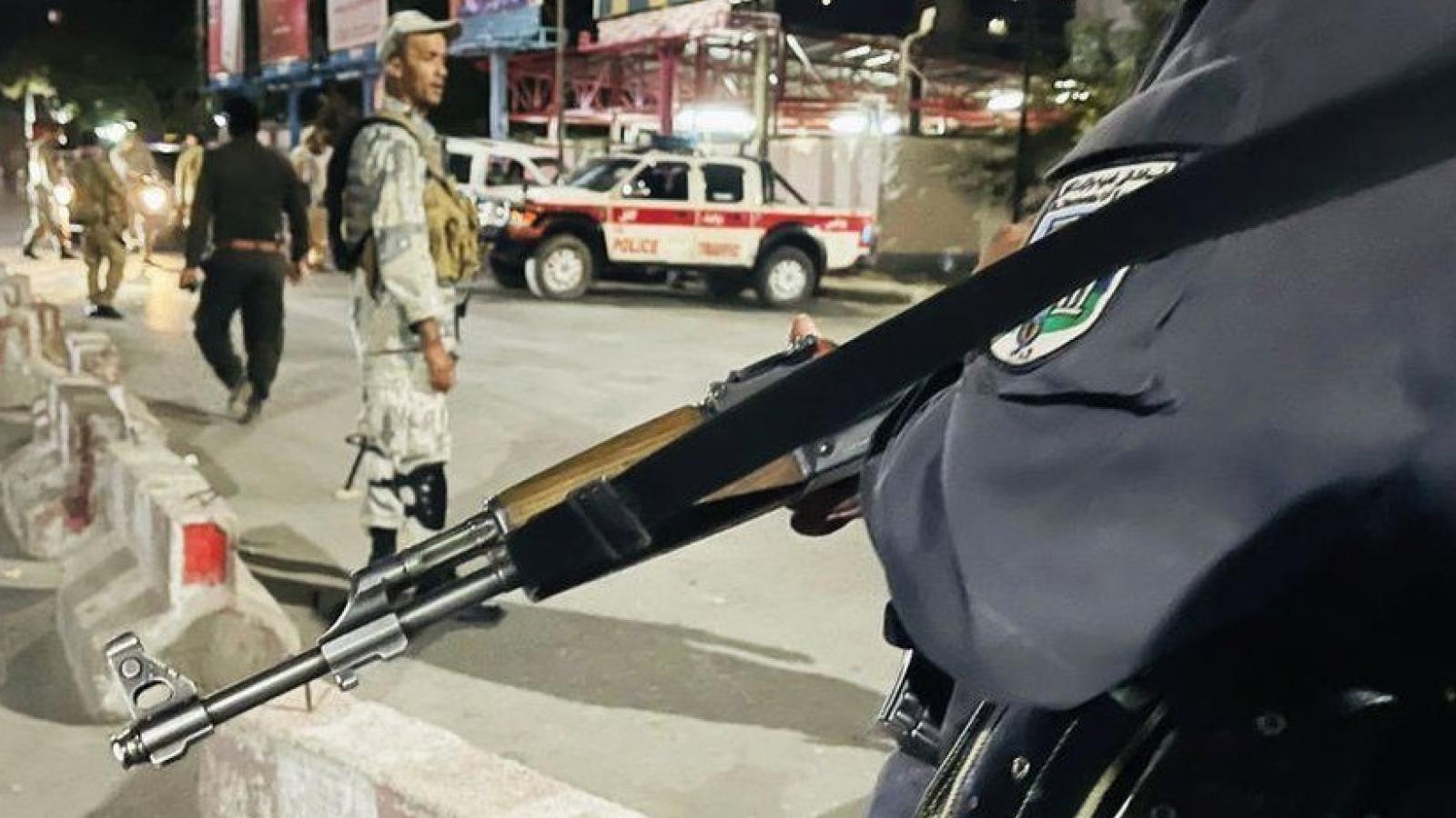 Nhà riêng Bộ trưởng Quốc phòng Afghanistan bị tấn công, thế giới lo về một cuộc nội chiến