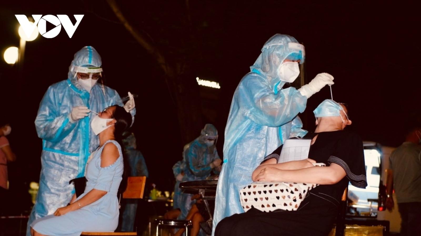 Chiều 5/8 Việt Nam có thêm 3.301 ca mắc COVID-19, riêng TP.HCM có 1.537 ca