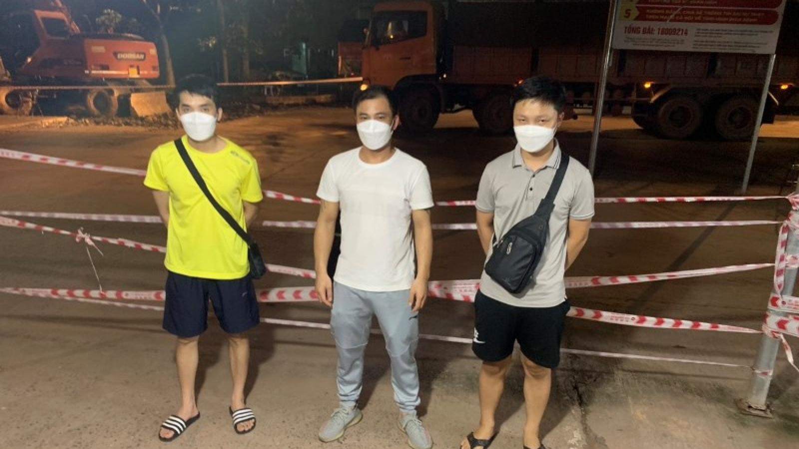 """Lái xe hướng dẫn khách khai báo gian dối để """"vượt chốt"""" vào địa bàn Quảng Ninh"""