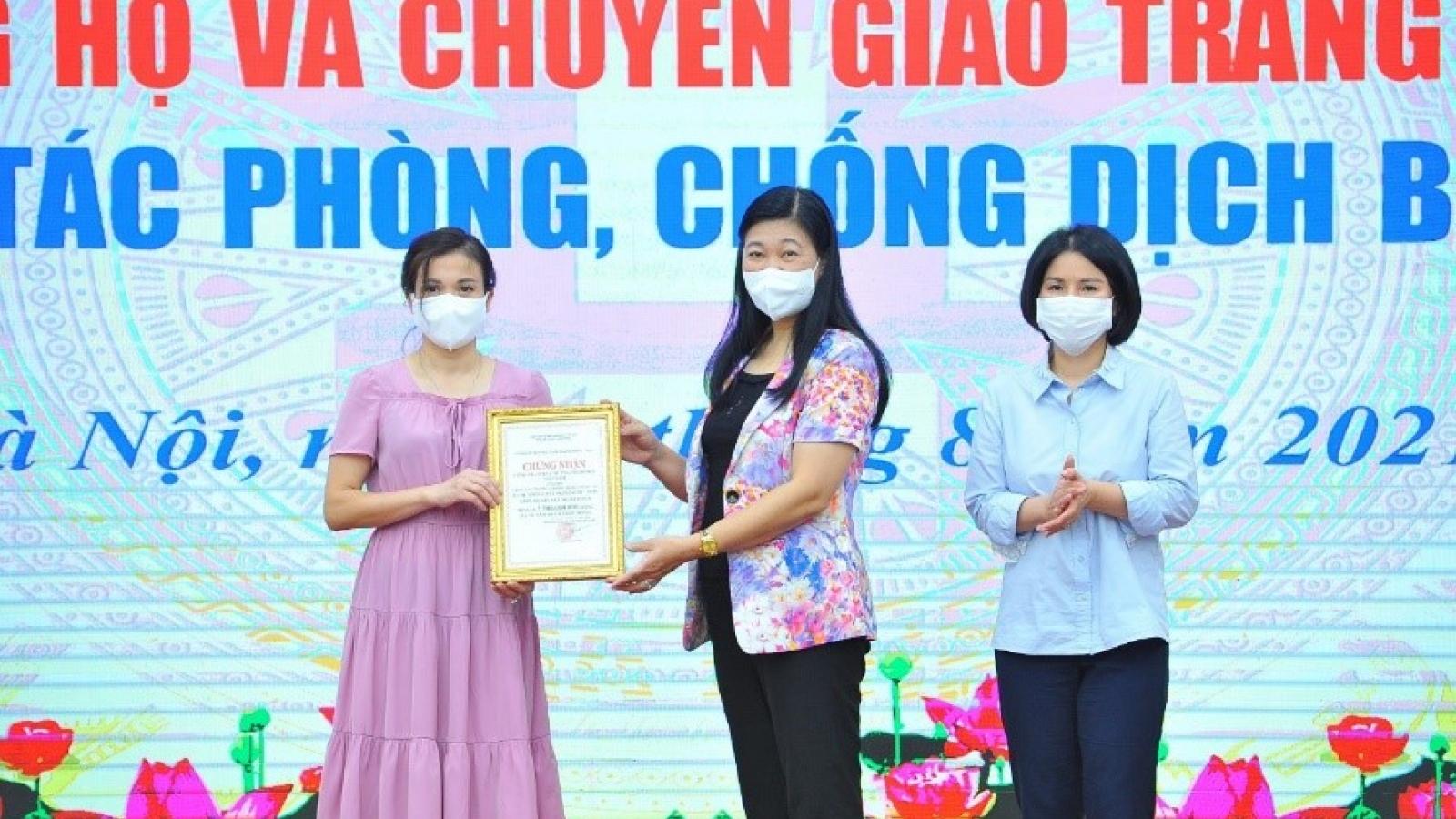 Hà Nội tiếp nhận máy xét nghiệm PCR do TNG Holdings Vietnam trao tặng