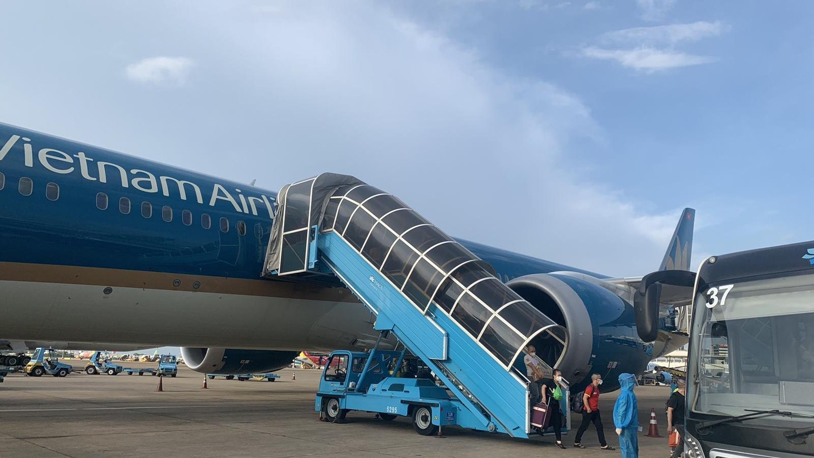 Máy bay lớn nhất Việt Nam đưa 300 y bác sỹ vào hỗ trợ TP.HCM chống dịch