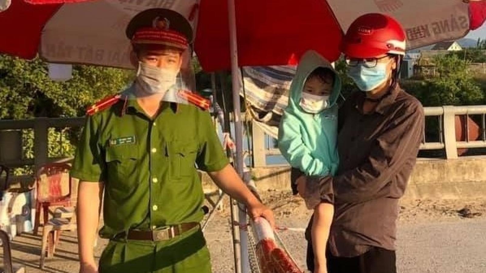 Trung úy công an trực chốt kịp thời đưa bé 3 tuổi đến bệnh viện cấp cứu