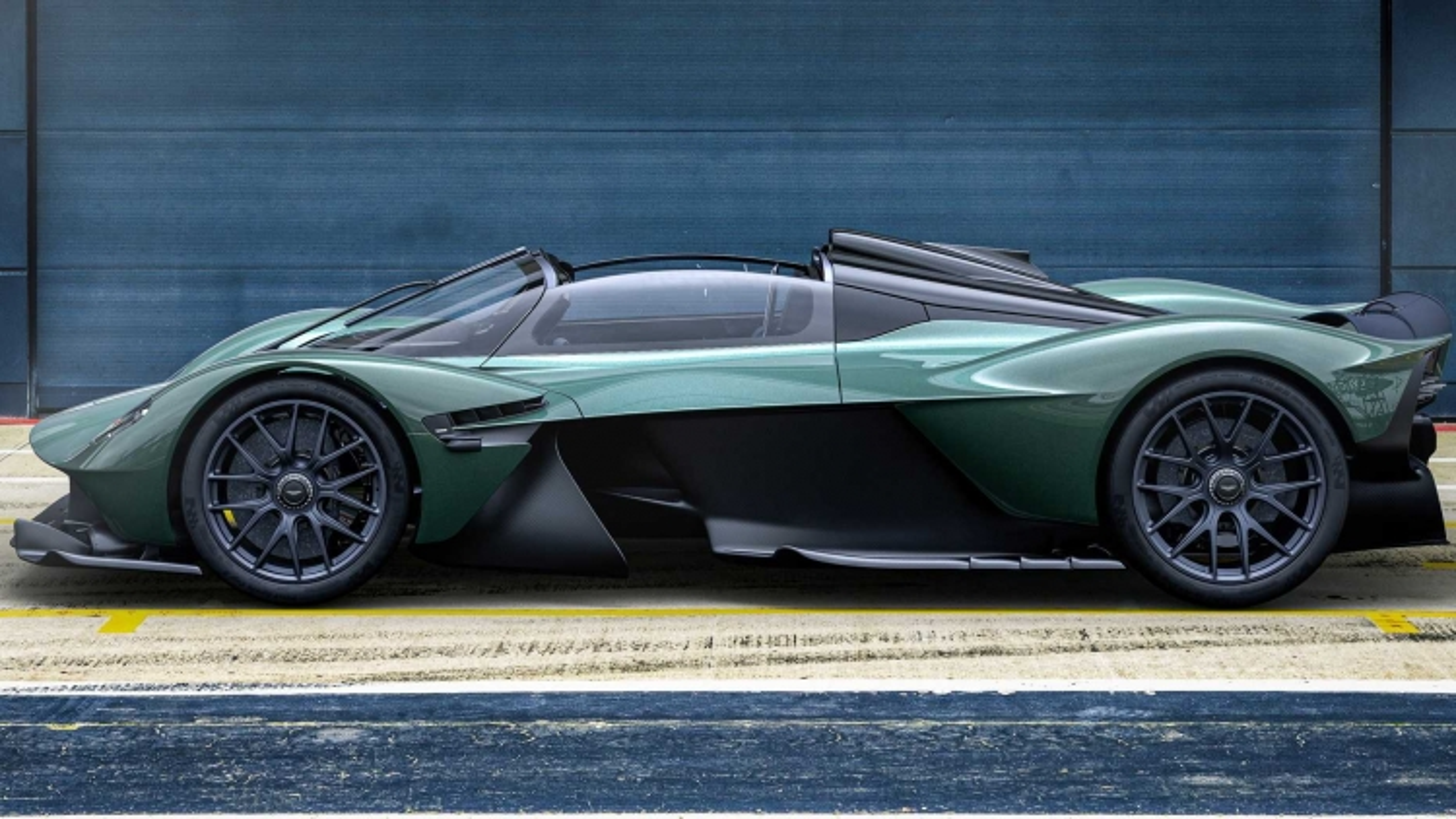 Aston Martin ra mắt siêu phẩm mui trần Valkyrie Spider