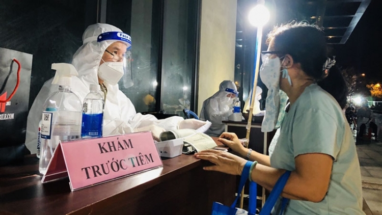 Night COVID-19 vaccination for HCM City residents