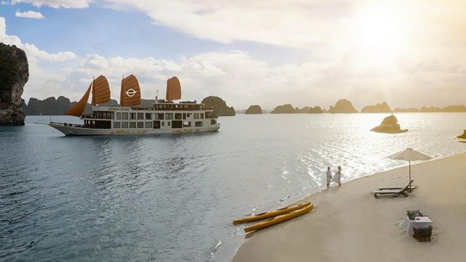 Visit the beautiful neighbor of Ha Long Bay