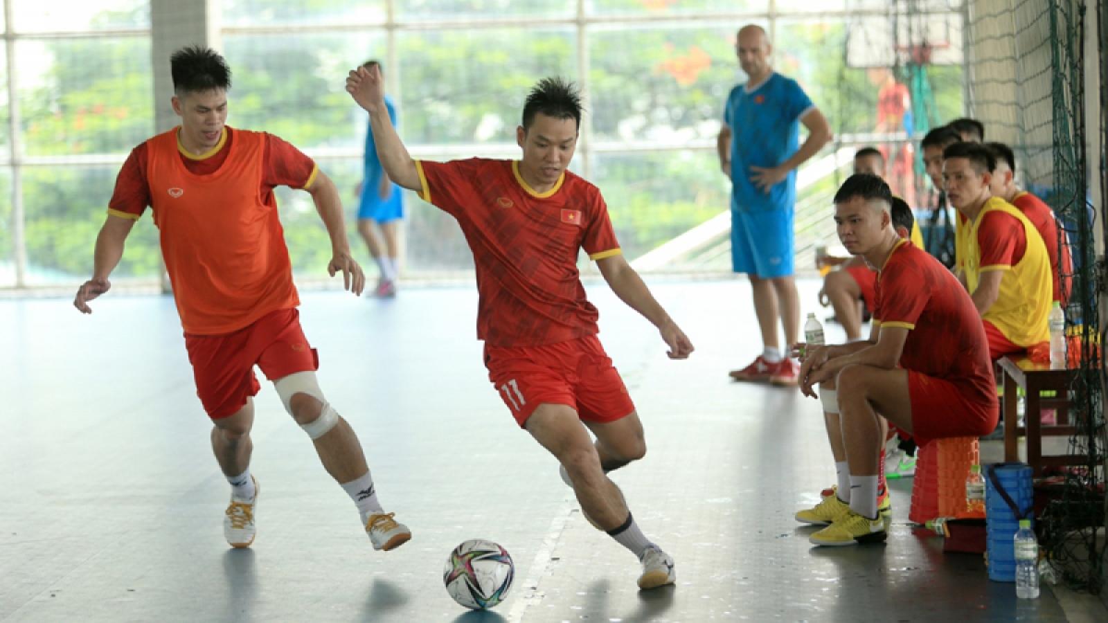 Vietnamese players train in Spain ahead of world Futsal tourney