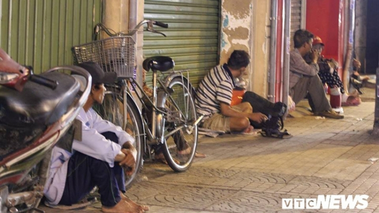 Homeless people in HCM City get help amid COVID-19 threats