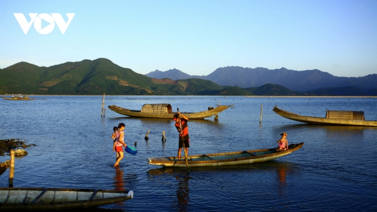 Discovering natural beauty and life in Cau Hai Lagoon