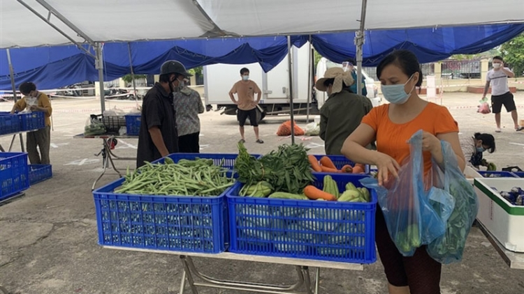 Mobile supermarkets deliver daily necessities amid social distancing period