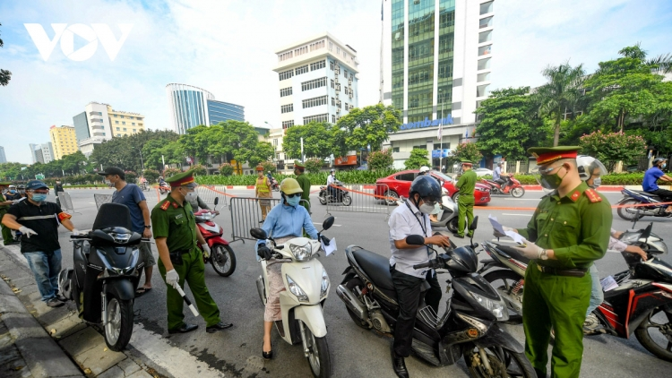 Hanoi tightens control of travel permits during social distancing period
