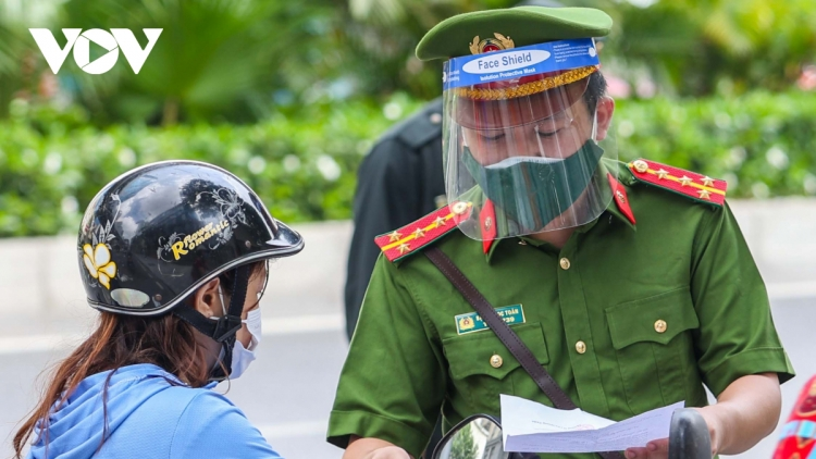 Police forces deployed to intensify COVID-19 prevention measures in Hanoi