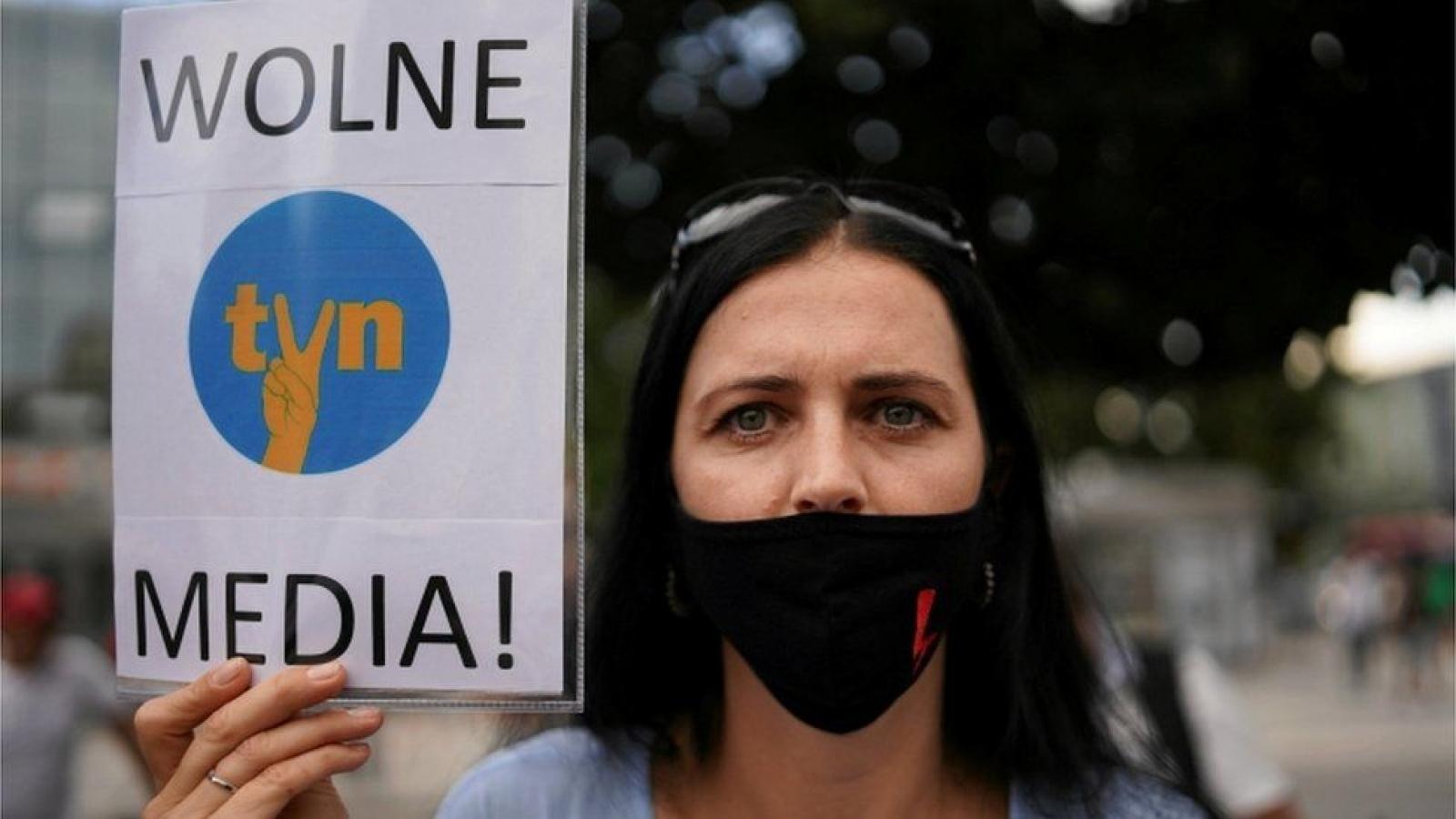 Hạ viện Ba Lan thông qua dự luật truyền thông mới gây tranh cãi