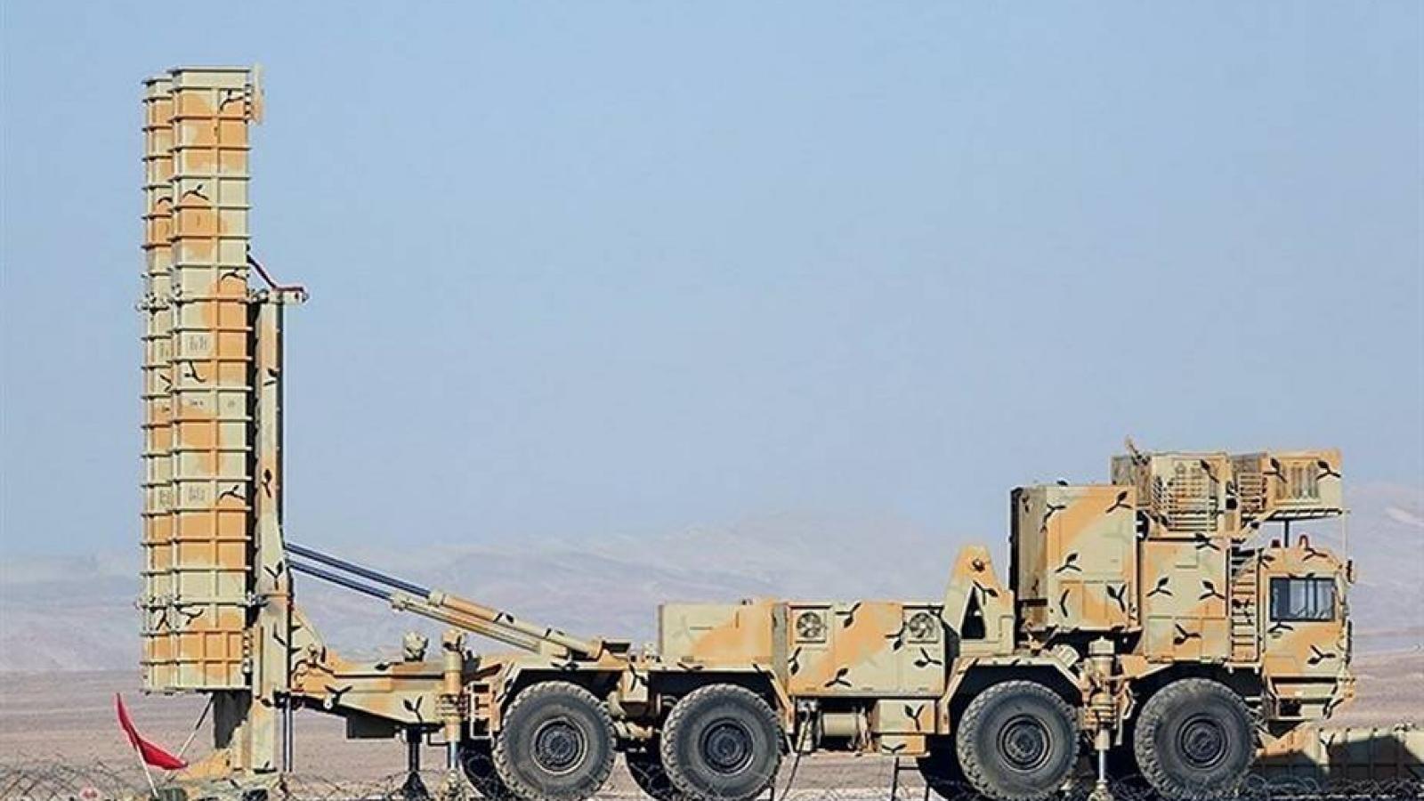 """Iran """"khoe"""" phiên bản mới của Bavar-373 tốt hơn cả S-400 của Nga"""