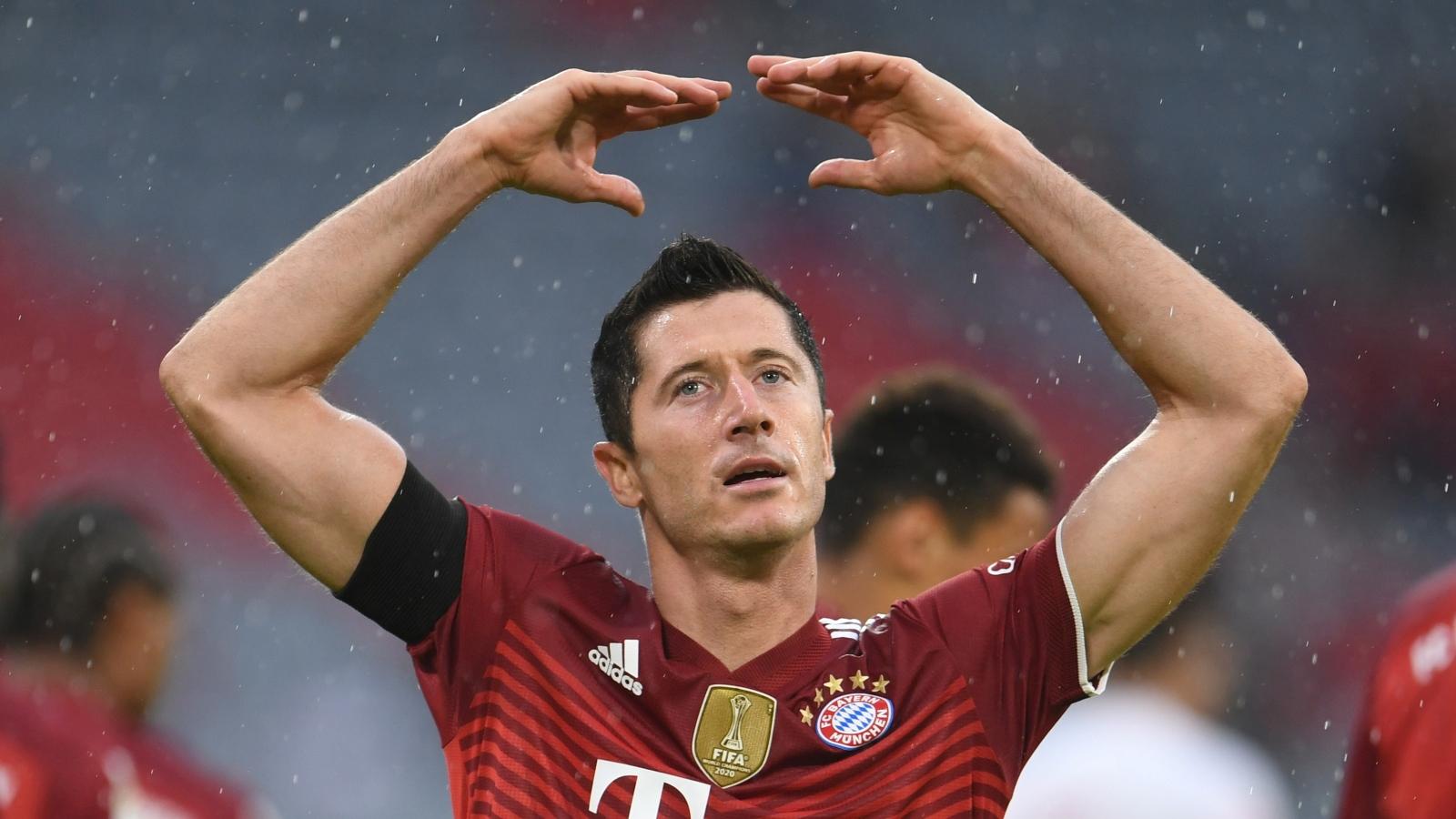 Lewandowski san bằng kỷ lục, Bayern thắng nhọc Cologne