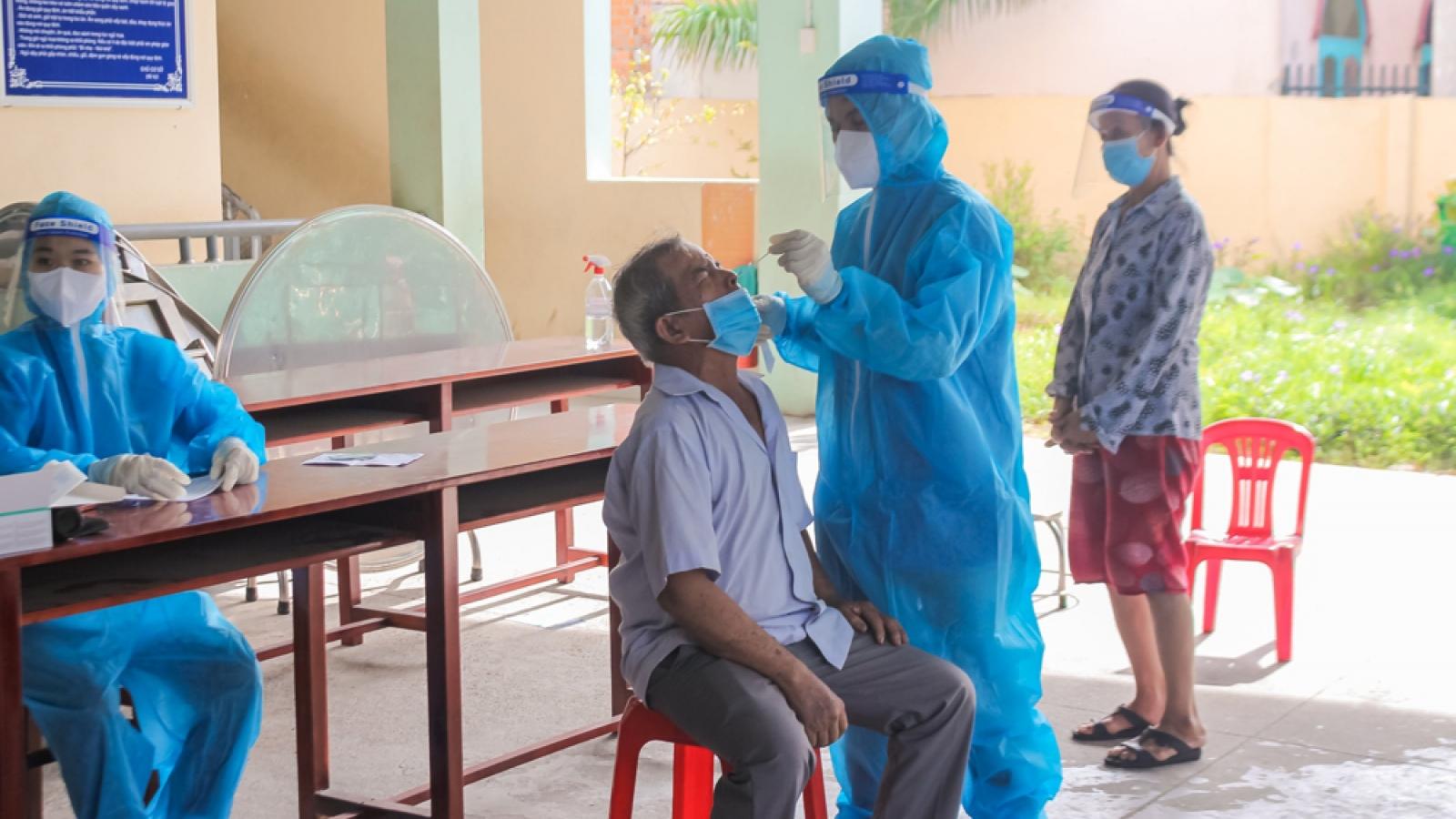 """Người dân 15 phường đang """"khóa chặt"""" ở Bình Dương được chăm sóc sức khỏe"""