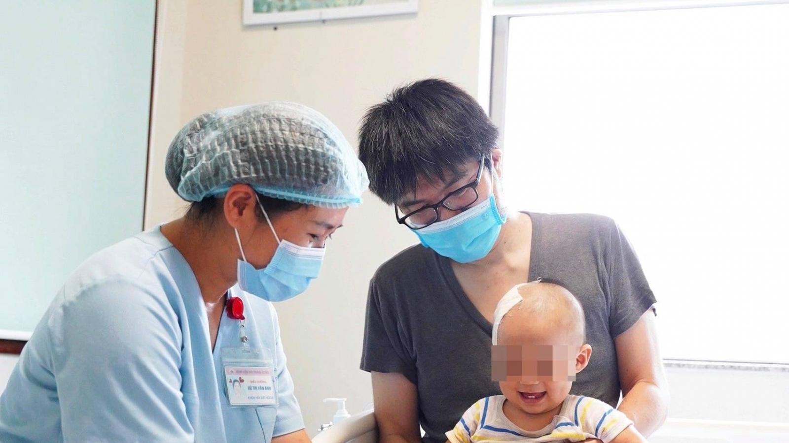 Cứu sống bé trai người Nhật bị chấn thương sọ não khi đang trong thời gian cách ly