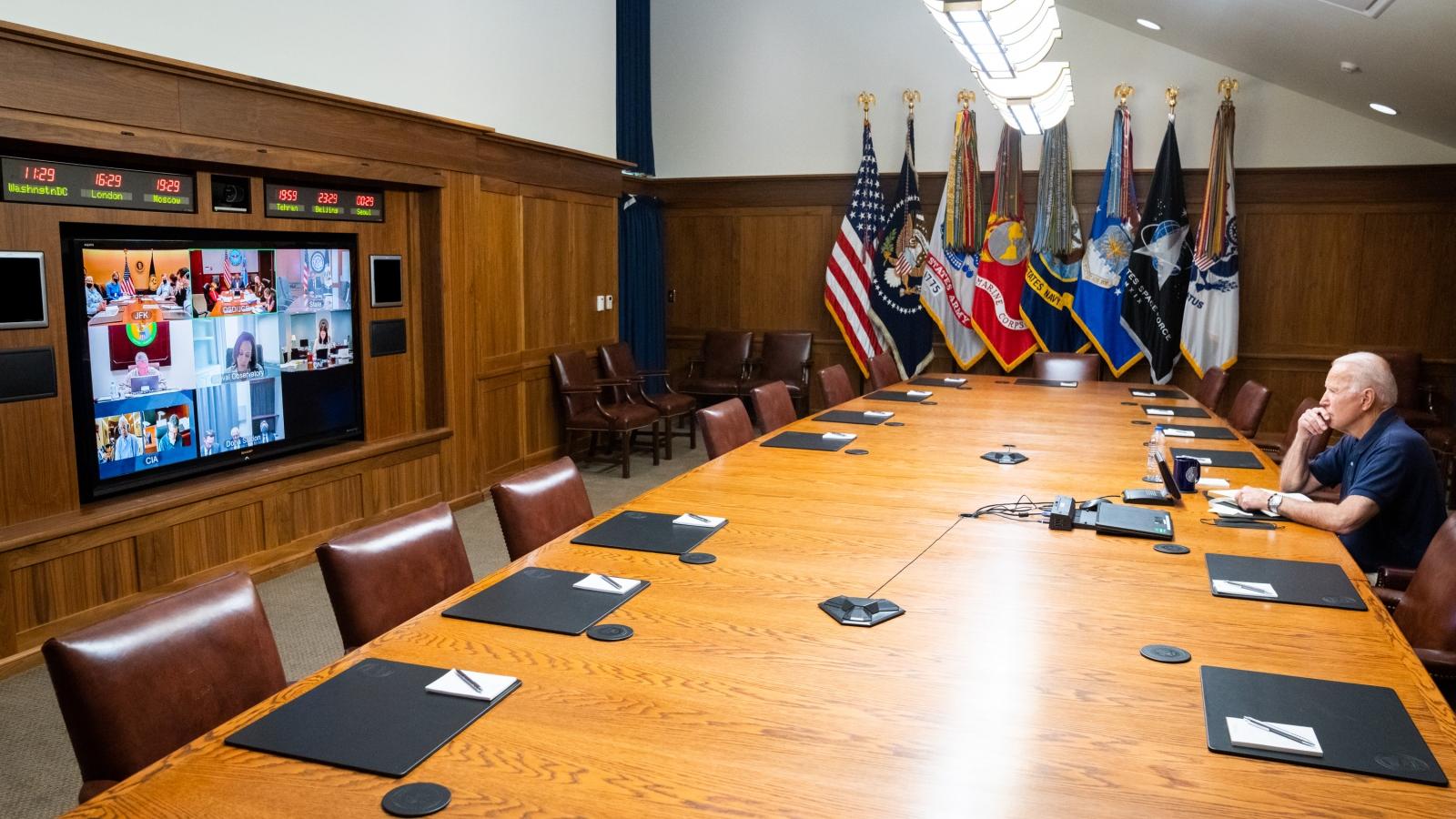 Thư ký báo chí Nhà Trắng được nghỉ, Biden im lặng khi Taliban kiểm soát Afghanistan