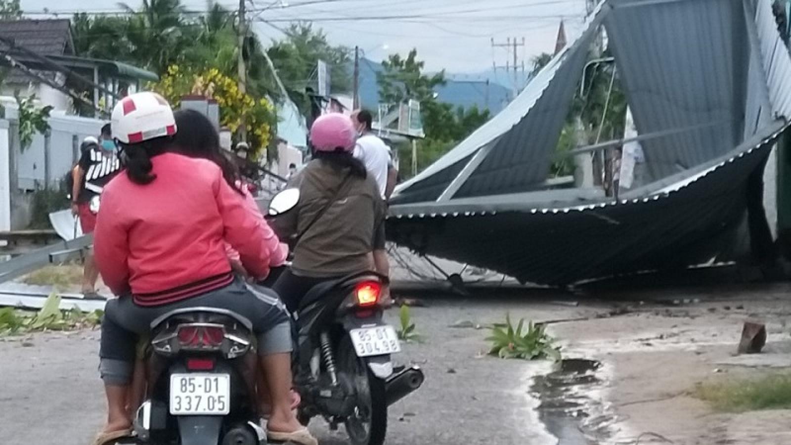 Ninh Thuận, Tiền Giang và Bến Tre bất ngờ bị lốc xoáy gây thiệt hại nặng