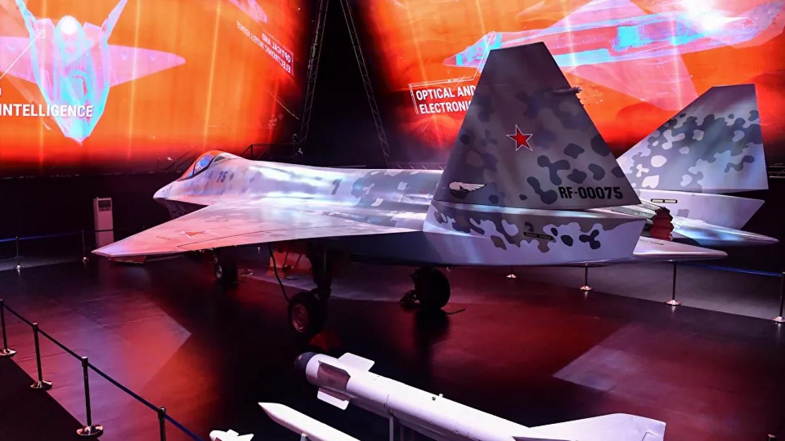 Tiêm kích Checkmate của Nga có thể đánh bại F-35 trong một cuộc không chiến?