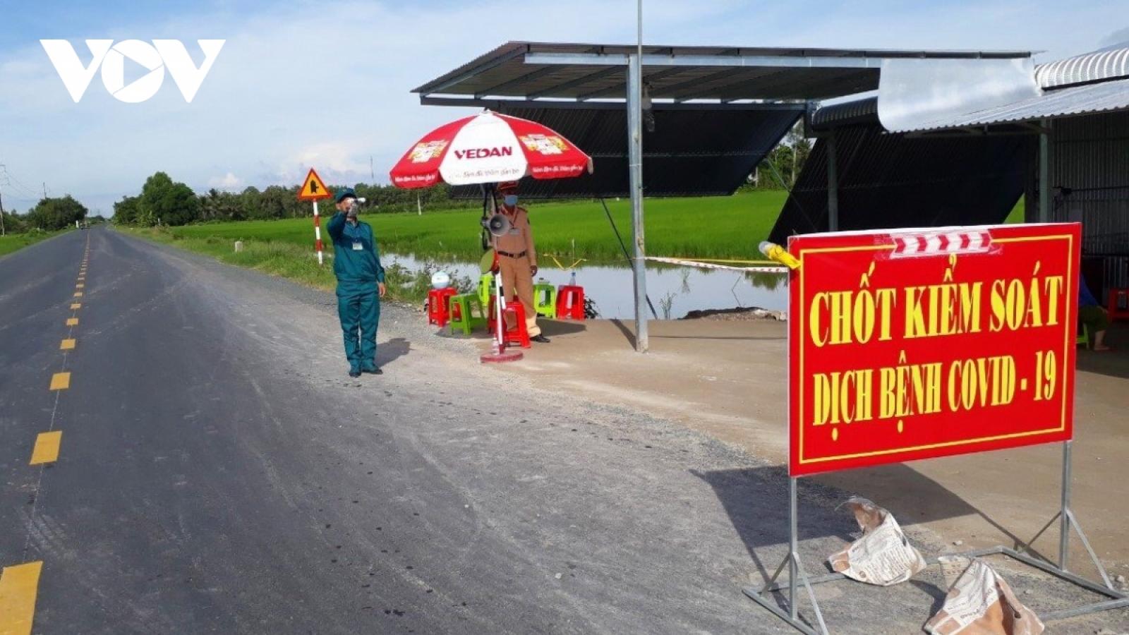 """Đắk Nông phát hiện 2 tài xế xe """"luồng xanh"""" chở 10 người từ vùng dịch về"""
