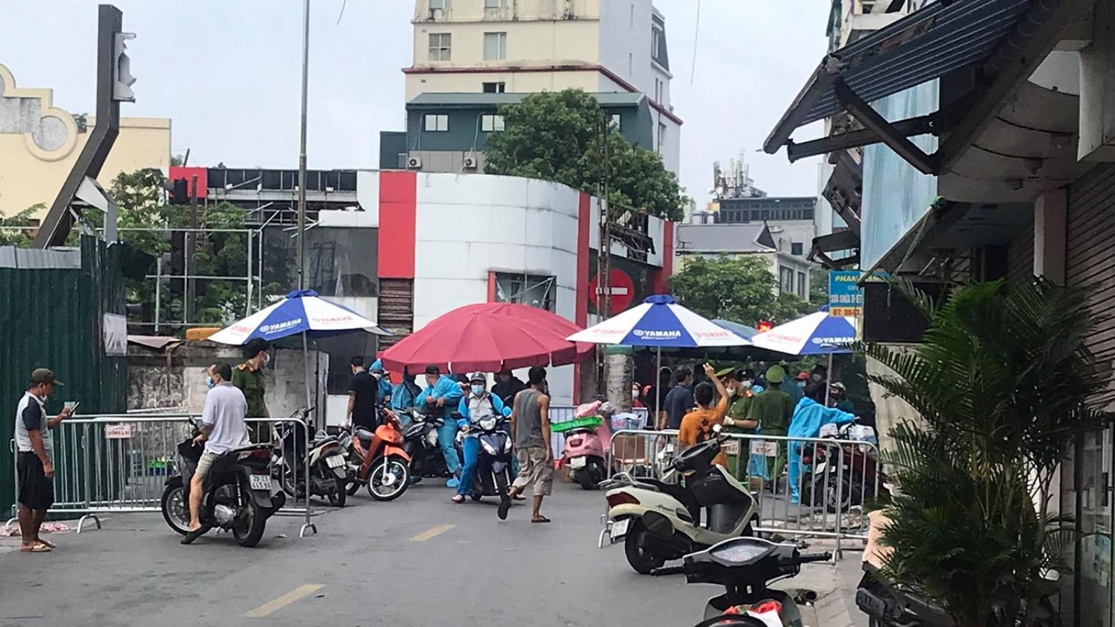 Dừng cấp giấy ra vào cho người dân phường Chương Dương, Hoàn Kiếm