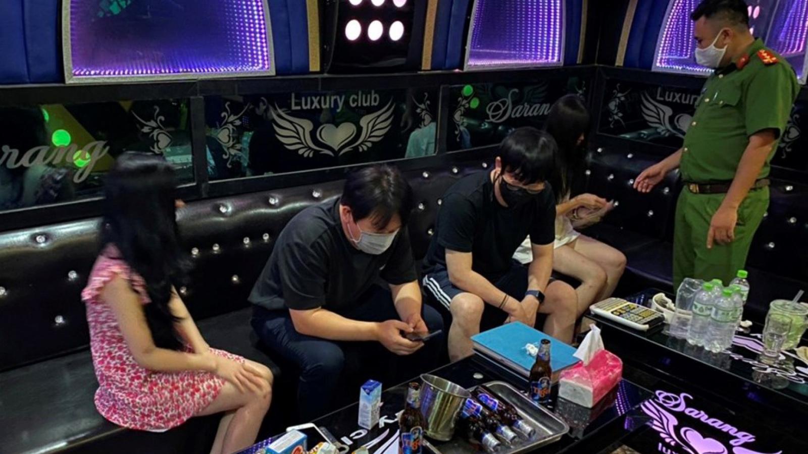 Hải Phòng thu hồi giấy phép kinh doanh nhiều quán karaoke vi phạm quy định chống dịch