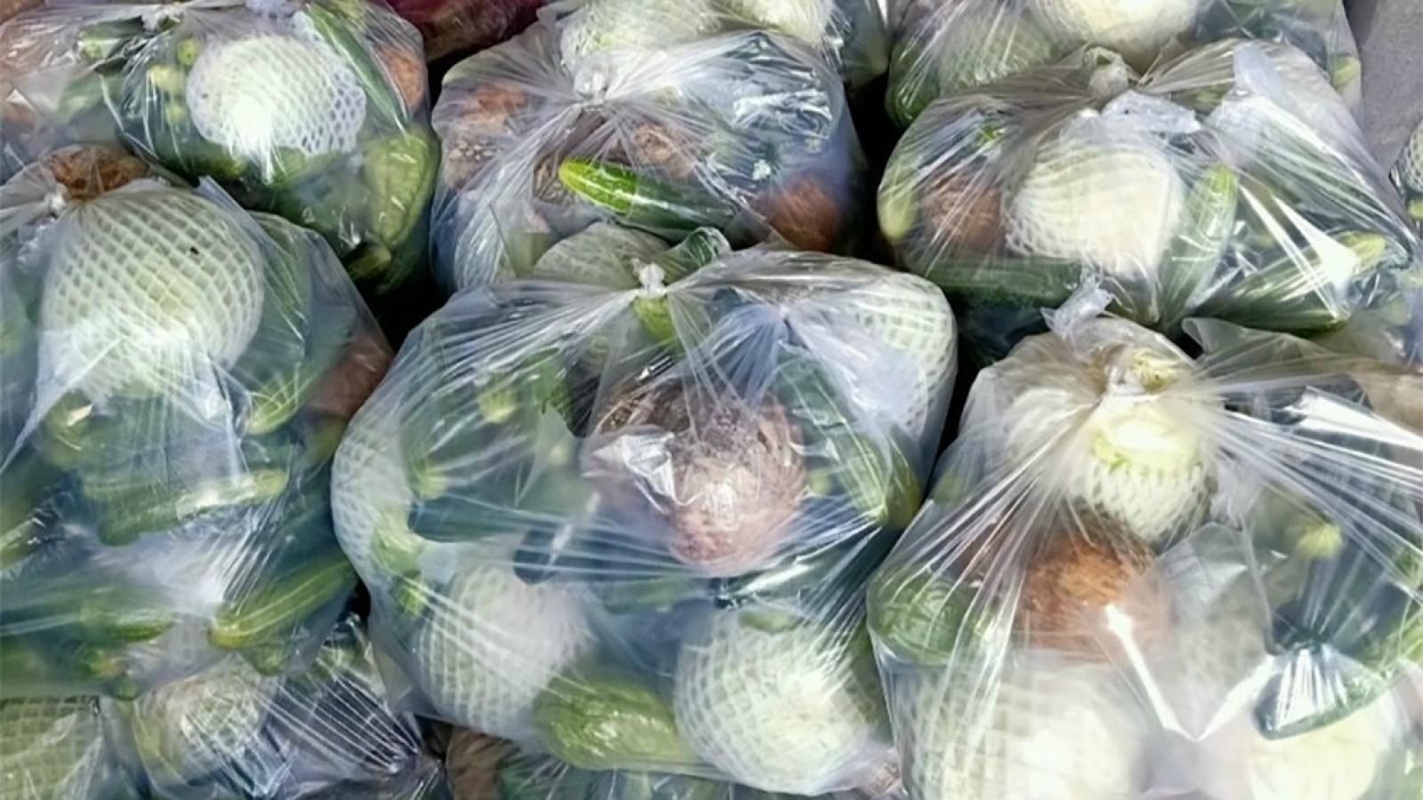 Người dân TP.HCM, Bình Dương mua hàng chục nghìn gói combo nông sản mỗi ngày